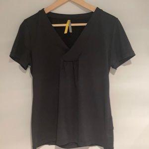 🧘♀️2/$30 LOLE V-neck Tee-shirt black size medium